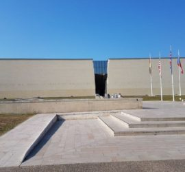 Visite en famille au Mémorial de Caen