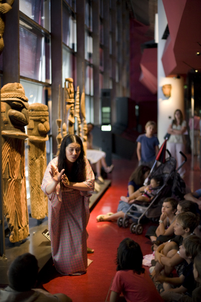 MQB. Visite contée. Le plateau des Collections. Zone Océanie. 19 août 2010.