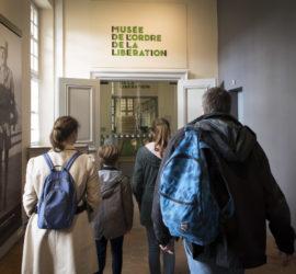En famille au musée de l'Ordre de la Libération