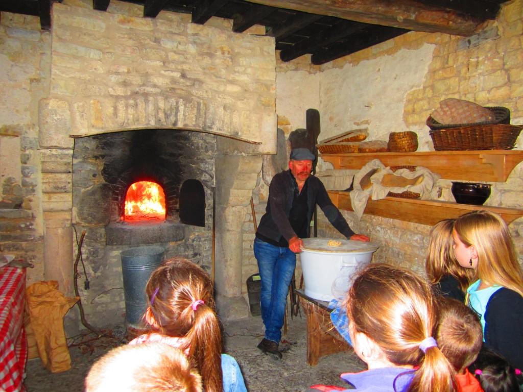 Fabrication du pain Ferme-musée du Cotenin - CD50